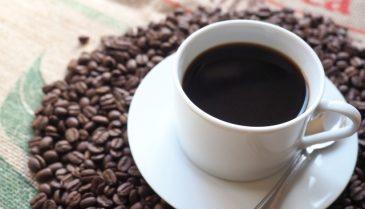 コーヒーや煙草で口臭い!貴女のデートを口臭の2大原因コーヒーと歯周病の対策で成功に導く!